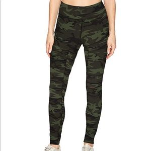 NWT! camo cut out/mesh insert leggings😻